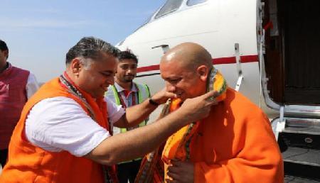 त्रिपुरा पहुंचे योगी और हेमा, देखिए तस्वीरें