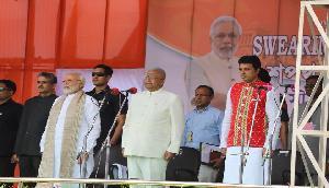 त्रिपुरा में 9 मंत्रियों के साथ बिप्लब ने ली मुख्यमंत्री पद की शपथ