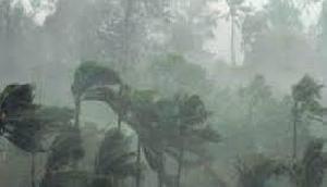 दिल्ली में टला तूफान का खतरा लेकिन पूर्वोत्तर समेत इन राज्यों में जारी है हाई अलर्ट, बाहर ना निकलने की सलाह