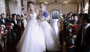 दुल्हन ने शादी में किया ऐसा खतरनाक स्टंट कि बारातियों को पहुंचा दिया अस्पताल