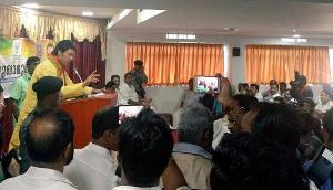 केरल में श्रीजीत के परिवार से मिले त्रिपुरा CM, पुलिस हिरासत में हुई थी मौत