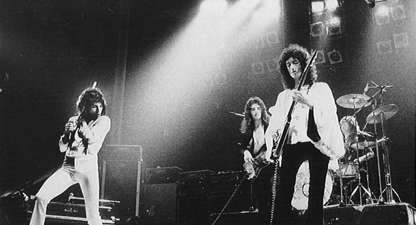 Review] Queen II – Hành khúc của con đầm bích