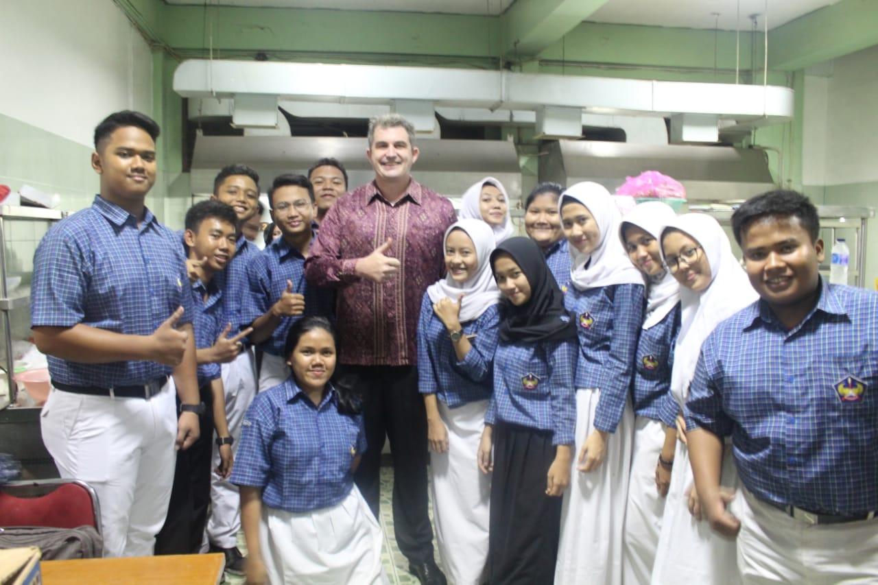 Tim IDN bersama siswa SMK Manggala