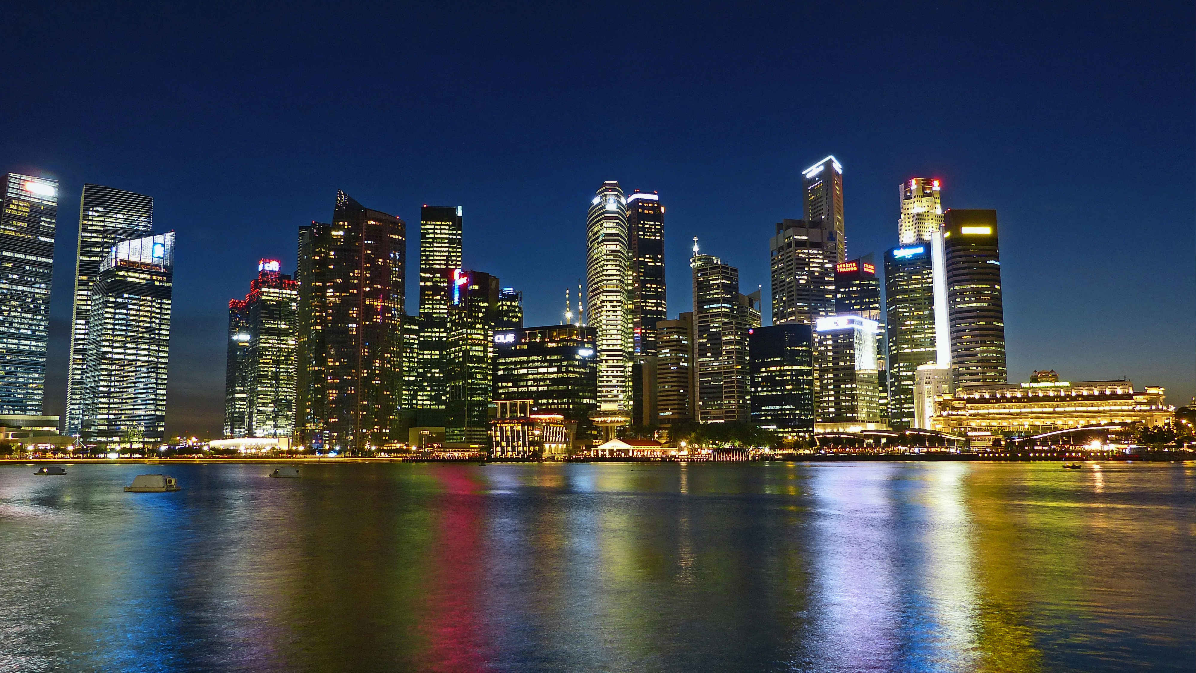 Singapore city skyline skyscrappers nightview office buildings