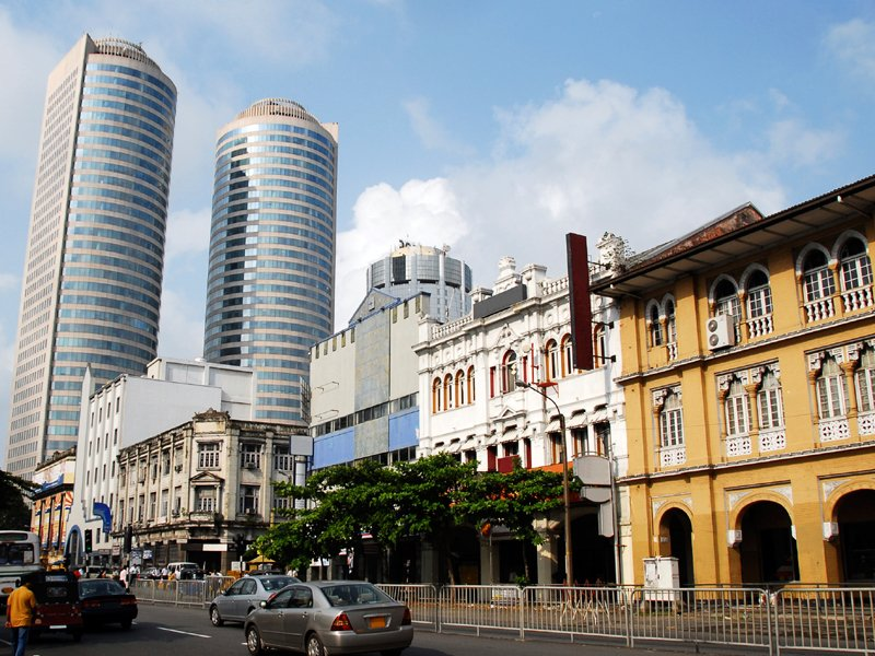 DAY 01 - (AIRPORT /COLOMBO)
