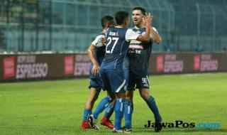 Arema FC 4-0 Bhayangkara FC, Hasil Arema FC vs Bhayangkara FC, Dedik Setiawan, Rivaldi Bawuo, Arema FC