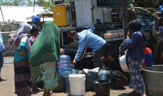 Masyarakat terdampak korban gempa Lombok memanfaatkan air bersih hasil pengolahan dari perangkat Arsinum BPPT.