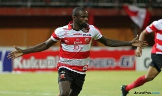 Persebaya Surabaya, Madura United, Liga 1 2018, Greg Nwokolo, Mamadou Samassa