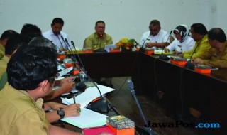 Wakil Gubernur Sumbar Nasrul Abit bersama pejabat Kemenko Polhukam di Istana Gubernuran Sumbar