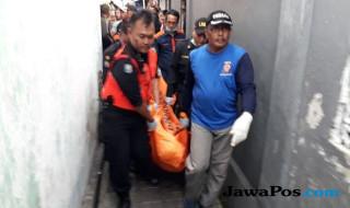 Evakuasi Korban Gantung Diri