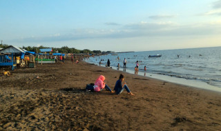 Pantai Tanjung Bayang Sepi Pengunjung