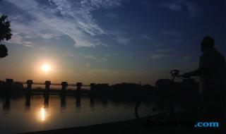 Matahari terbit di area Bendungan Lengkong Baru