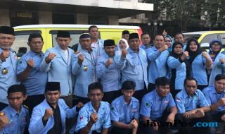 Relawan bersih-bersih masjid