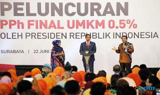 DIALOG: Presiden RI Joko Widodo (tengah) berbincang dengan pelaku UMKM dan Dirut BRI Suprajarto (kanan) saat peluncuran PPh Final UMKM sebesar 0,5 % d