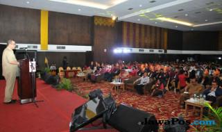 Nasrul Abit dalam Temu Karya Mutu dan Produktivitas Nasional dan Producitivity Convention di hotel Kryat Bumiminang Padang