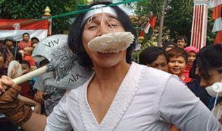 Wiro Sableng Kalah Telak Lomba Makan Kerupuk dari Ibu-ibu