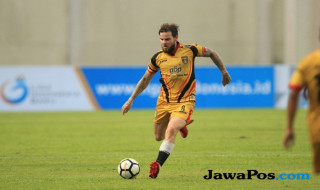 Mitra Kukar, Liga 1 2018, PSMS Medan, Danny Guthrie