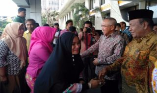 Gubernur Riau Pamitan