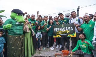 Persebaya Surabaya, Bonek, Panti Asuhan Bonek, Azrul Ananda