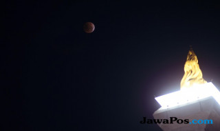 Penampakan Gerhana Bulan 'Super Blue Blood Moon'