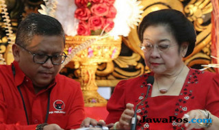 Ketum PDIP Megawati dan Sekjen Hasto