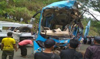 Bus Pariwisata masuk jurang di Sukabumi, Jawa Barat.