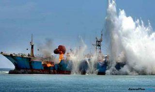 news/2018/08/21/wow-488-kapal-pencuri-ikan-ditenggelamkan-menteri-susi-dalam-4-tahun_m_.jpg