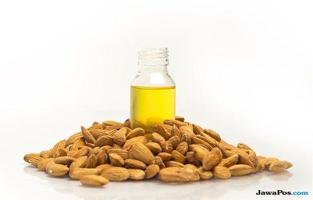 5 Racikan Minyak Almond Mujarab Atasi Lingkaran Hitam di Bawah Mata