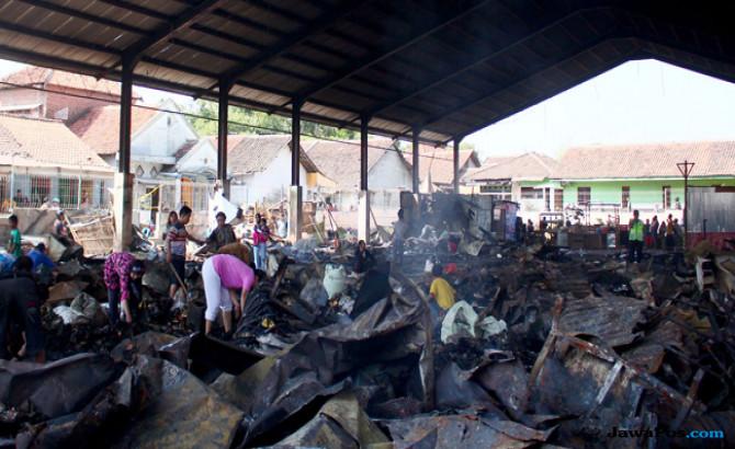 Nasib Pedagang Pasar Sumber Cirebon Menggantung