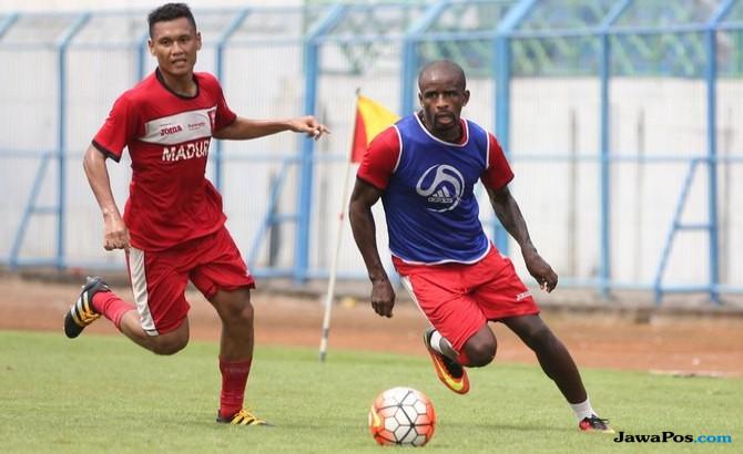 Greg Nwokolo, Madura United, Liga 1,