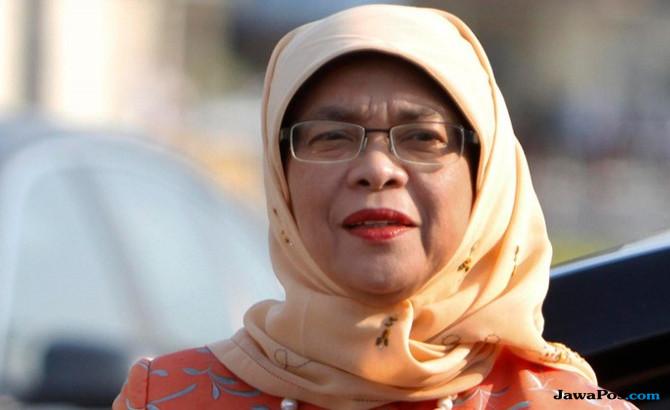 Halimah Berziarah ke Makam Ibu Sehari setelah Dilantik Jadi Presiden