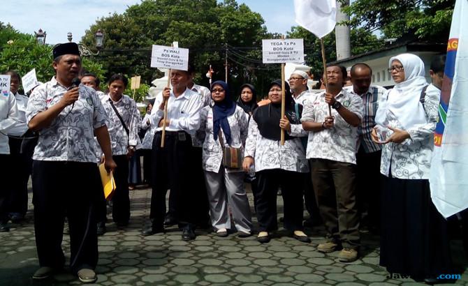 Jeritan Honorer Swasta: Jangankan THR, Honor UMR Saja Alhamdulillah