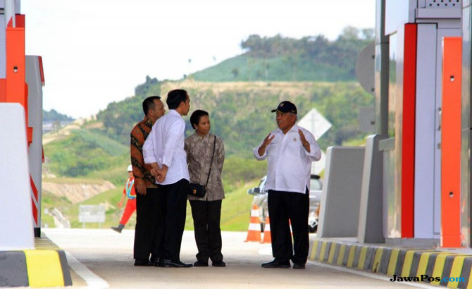 Jokowi Resmikan Jalan Tol Ruas Bakaheuni-Terbanggi Besar di Lampung