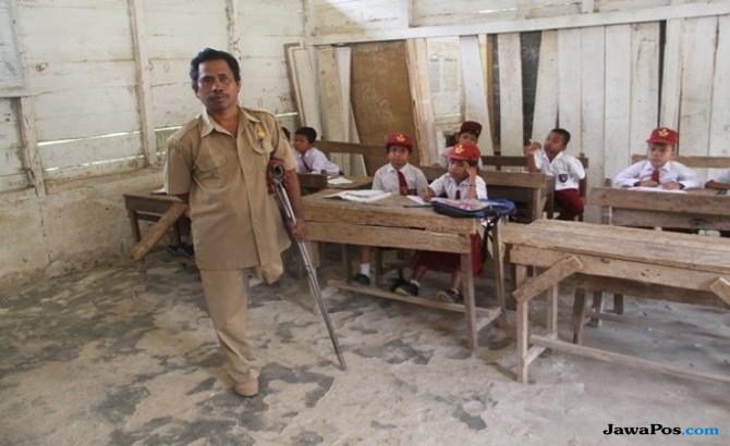 Kisah Penyandang Disabilitas Mengabdi Sebagai Guru di Pelosok Sumut