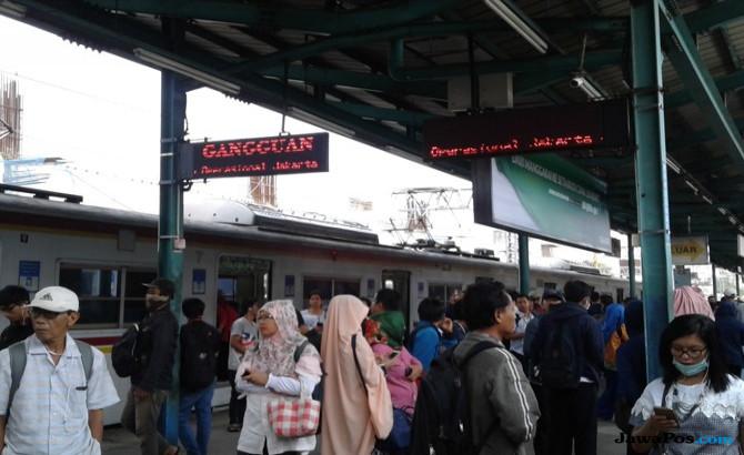 KRL Tujuan Jakarta-Kota Gangguan, Stasiun Manggarai Semrawut