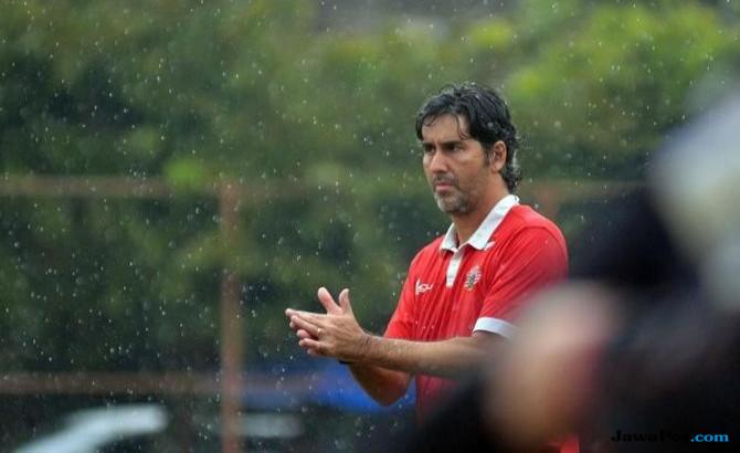 Teco belum diganjar kontrak baru dari Persija.