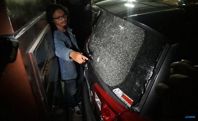 Mobil Pejabat Ditembak
