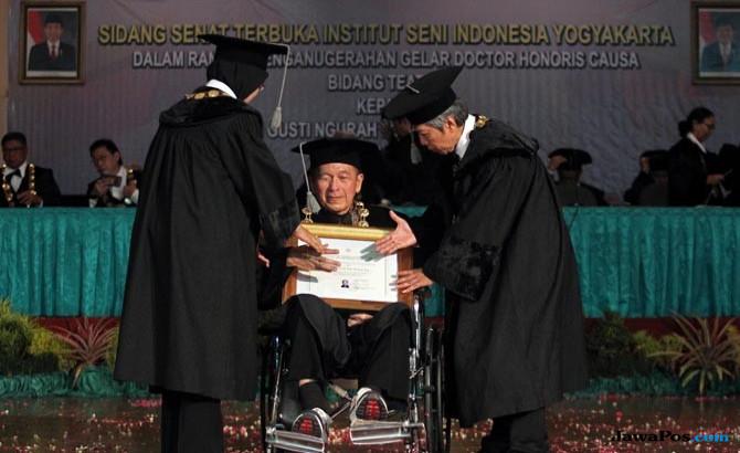 Pengabdian Sang Budayawan, Putu Wijaya Terima Doktor HC dari ISI