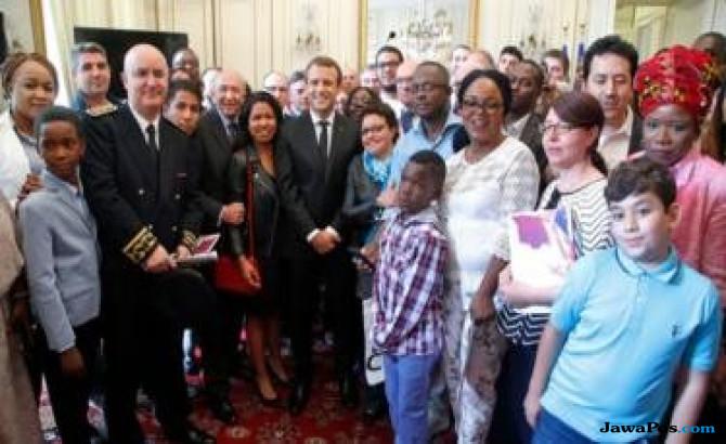 prancis perempuan aljazair, Emmanuel Macron