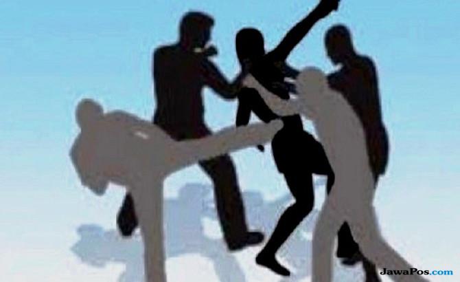 Polisi Babak Belur Dikeroyok Terduga Debtcollector di Bekasi