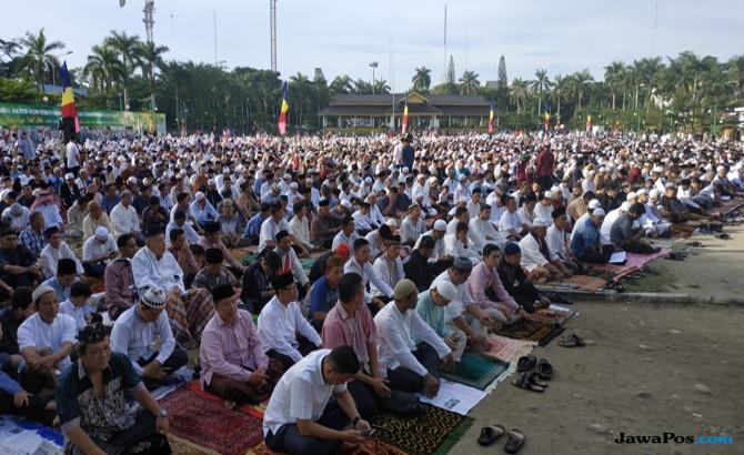 Ribuan Jamaah Padati Pelataran Masjid Agung Bojonegoro