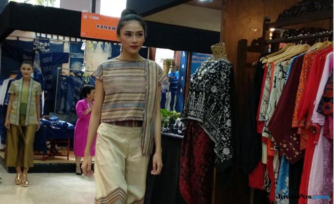 Tenun Ikat Lombok Akan Melenggang Dalam Gelaran Fashion