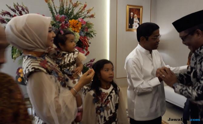 Tujuh Anak Bomber Surabaya Dapat Kado Lebaran dari Mensos