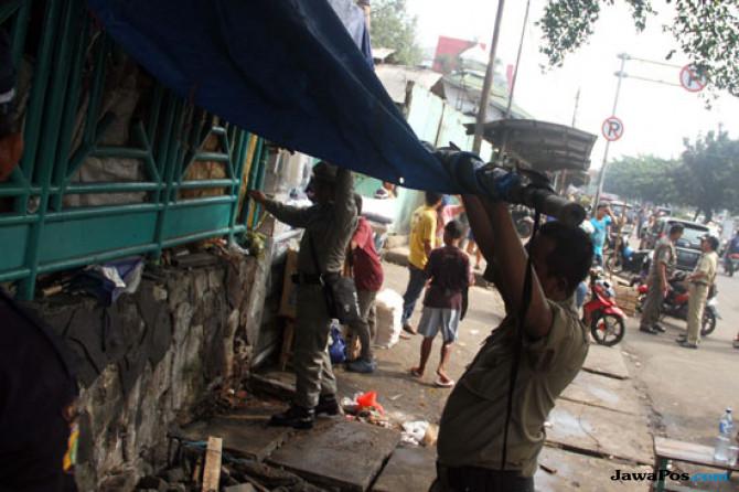 Mengganggu Akses Jalan, 150 Lapak PKL Dibongkar