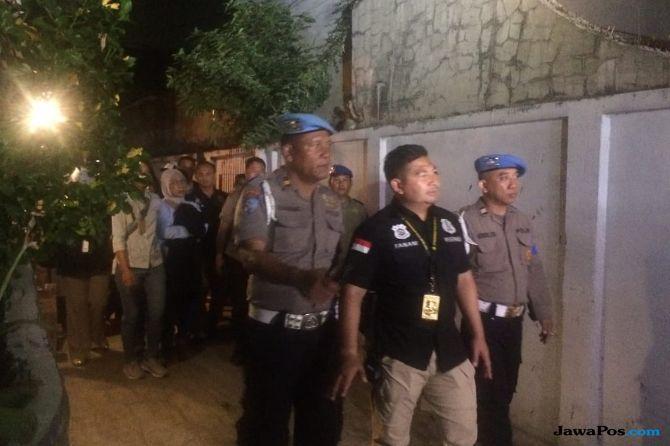 2 Jam Geledah Rumah Ratna Sarumpaet, Polisi Bawa Sejumlah Barang Bukti