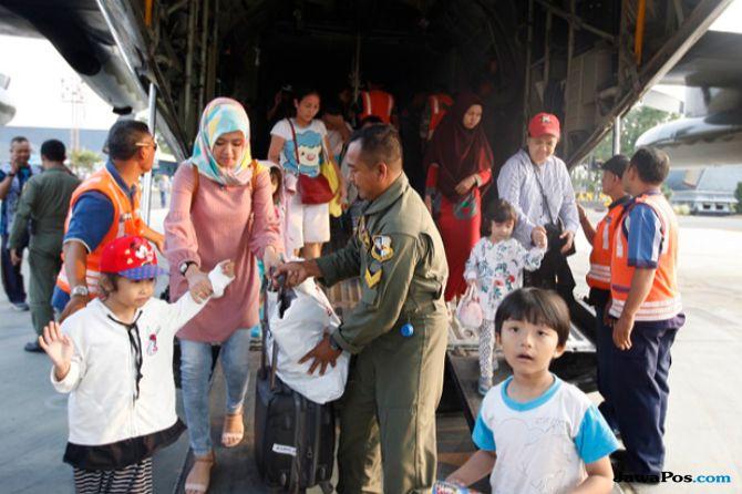 40 Korban Gempa Palu Dievakuasi ke Malang dengan Pesawat Hercules