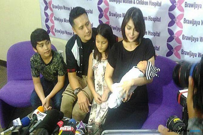 Fenita Arie: Melahirkan Anak Ketiga Lebih Sakit