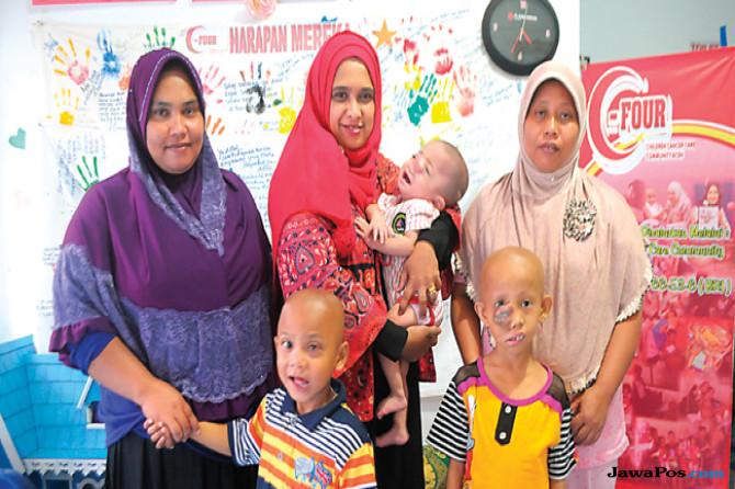 Kegigihan Ratna Eliza Merawat Anak-Anak Penderita Kanker di Aceh