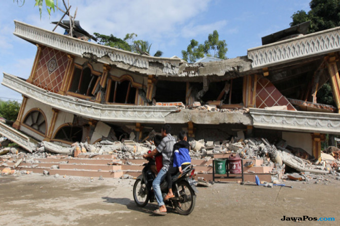 Pengiriman Bantuan Korban Gempa Aceh Gunakan Pesawat Hercules dan Cargo