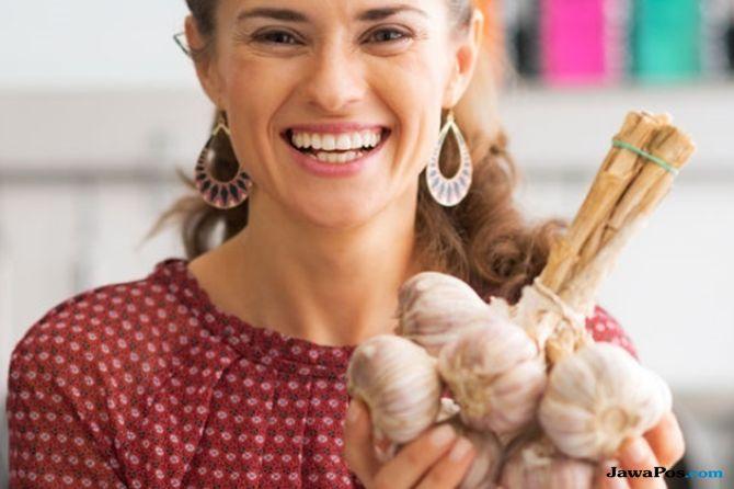 bawang putih, makan bawang putih mentah, manfaat bawang putih, bawang putih mentah,